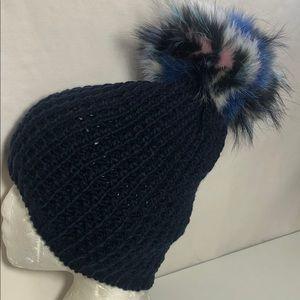 KYI KYI Canada Big Fox PomPom Knit Beanie